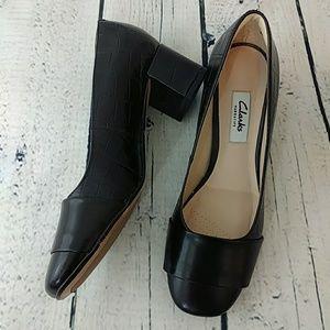 Clarks Narrative block heel pump